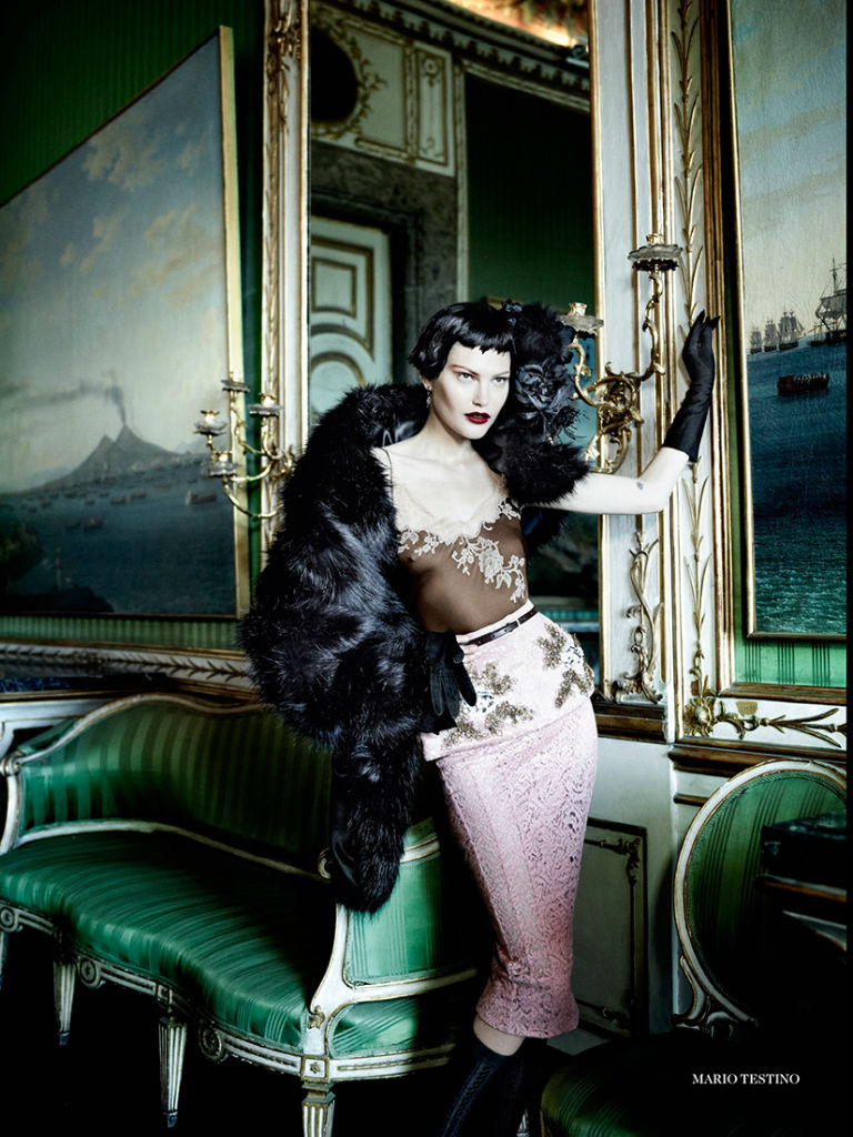 catherine-mcneil-for-vogue-uk-september-2013-by-mario-testino-7-mdot-on-style.jpg